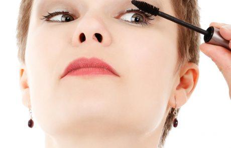 נגיעות בלבד – איפור עיניים עדין