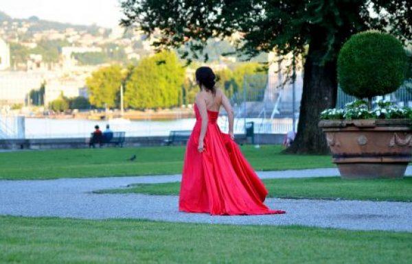 עולה על כל הציפיות עם שמלת ערב אדומה